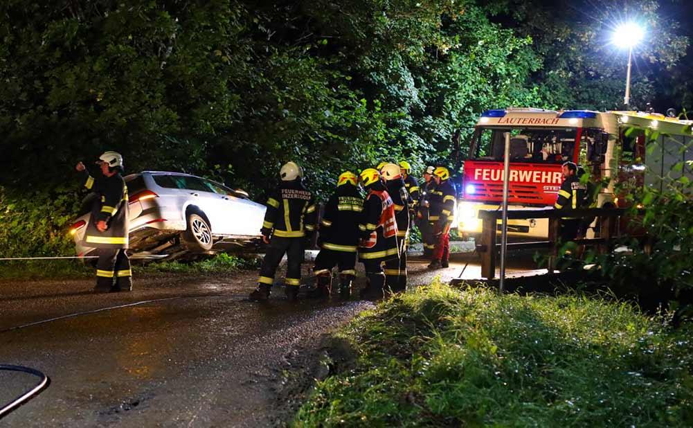 Feuerwehr Inzerdorf - Auto gegen Brückengeländer 14-08-2020 - 1
