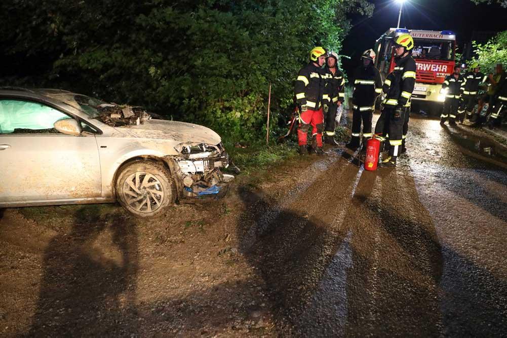 Feuerwehr Inzerdorf - Auto gegen Brückengeländer 14-08-2020 - 2