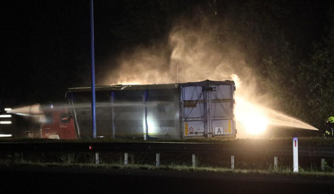 Kräftezehrende Einsatznacht: Unwettereinsatz und Aluminiumbrand auf der A9 mit Alarmstufe 3